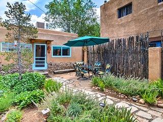 Cozy Cottage w/ Courtyard - Mins to Santa Fe Plaza