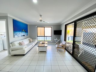 STYLISH RESIDENCE – LARGE PRIVATE YARD – CLOSE TO DREAMWORLD – GOLD COAST