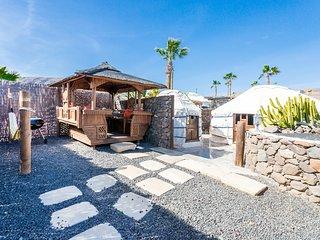 LUX Eco Twin Yurt, Pool, Play Park, just 300mt Sandy Beach/Restaurants/Beach Bar