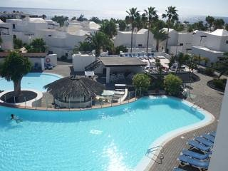 Playa Bastian - one bedroomed, top floor apartment with stunning views, holiday rental in Costa Teguise