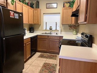 Family Friendly 3 BR-Sleeps 8-Clean and Riverside-Free Tickets