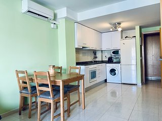 Apartment on the beach in Palamos next to services