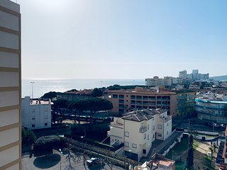 Aparthotel 50m beach with sea views & parking