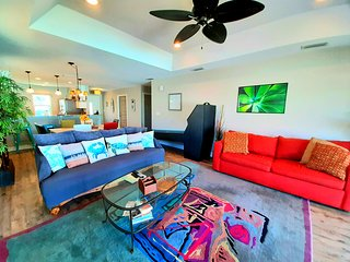 NEW Beach Home With Private Gameroom • Skee-ball and Cornhole! Sleeps 12
