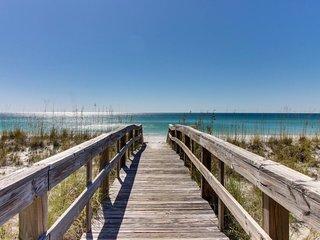 Cozy, top floor beachfront condo w/ shared pool, pool spa, & beach access