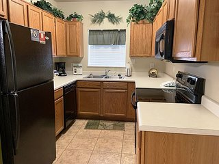 2 BR on River, Downtown Pigeon Forge, Decorated for Christmas!