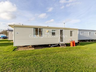 Cheap dog friendly caravan for hire near Great Yarmouth ref 20201BS
