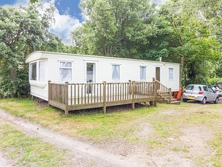 6 berth caravan for hire with decking in Suffolk ref 32062AS