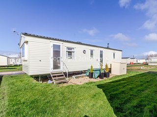 Great 8 berth caravan for hire at Heacham holiday park in Norfolk ref 21032H