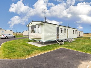 8 berth caravan for hire at Martello caravan park near Clacton on Sea 29012HV