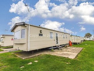 6 berth mobile home to hire in Clacton-on-sea, Essex ref 28084G