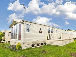 Caravan near the sea front with decking at St Osyth park Clacton ref 28014BW