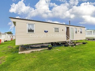6 berth caravan to hire at St Osyth Beach Holiday Park in Essex ref 28015D