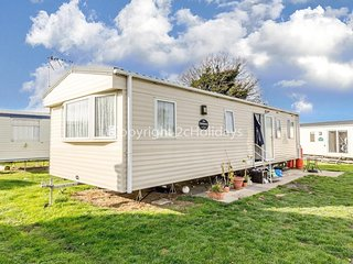 8 berth caravan for hire at Seawick holiday park in Essex ref 27003S