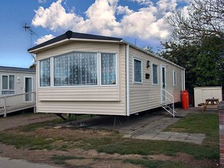 Ruby rated caravan for hire at Oaklands holiday park ref 39019H