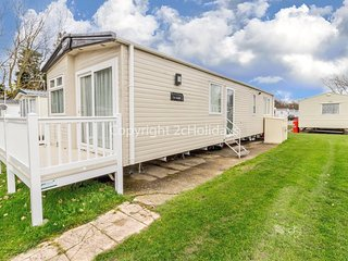 Luxury 6 berth caravan for hire at Broadlands Sands holiday park ref 20340BS