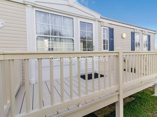 Broadland sands holiday park in Suffolk. 4 berth Caravan for hire ref 20044BS