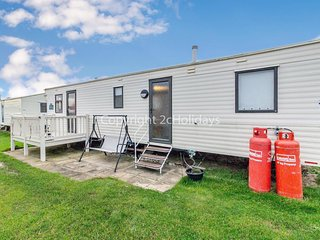 Caravan for hire minutes from a stunning beach in Norfolk ref 21022F