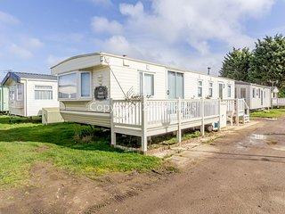 6 berth caravan for hire in Heacham Holiday Park in Norfolk ref 21011C