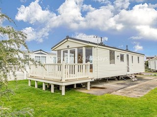 Brilliant caravan on a great pitch on Southview Park near Skegness ref 33035O