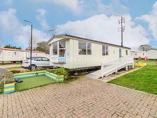 6 berth wheelchair friendly caravan for hire, near Clacton-on-Sea ref 26680P