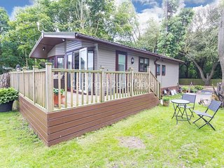 Pet friendly, luxury lodge with decking in Suffolk near the beach ref 32008A
