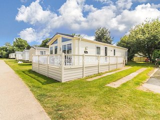 Luxury lodge at Broadland Sands Holiday Park in Suffolk, ref 20349BS