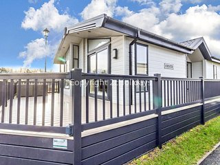 Platinum Deluxe Lodge at Broadland Sands Holiday Park ref 20029CV