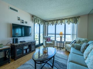 Recently Renovated Oceanfront Condo + FREE DAILY ACTIVITIES!