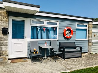 Seascape chalet, sea view, free WiFi, Netflix, seaside location, coastal style