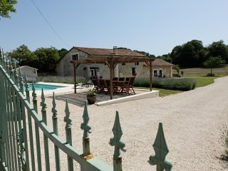 The Farmhouse, vacation rental in Limalonges