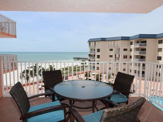 Beachview, Balcony, Fireplace, Pool, Hot Tub, W/D, BBQ, Free Wi-Fi,  2 parking -