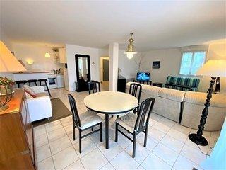 Tres bel appartement en rez-de-cahussee etat neuf a 50m plage Coz-Pors a