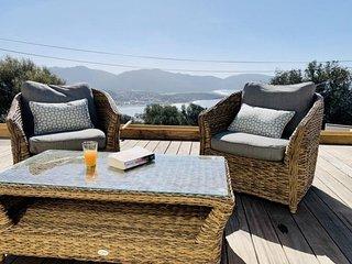 ARIA DI PETRA Villa vue mer piscine chauffée
