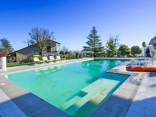 Villa Panoramica: 14 bed villa in Marche (sleeps 30)
