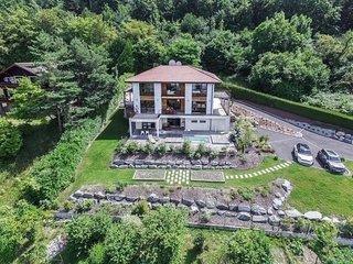 Exclusif:  villa de 6 chambres avec piscine balneo et vue imprenable sur le lac