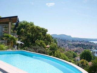 Luxury Italian Lakes villa with private pool, gym, BBQ, WIFI & lake views