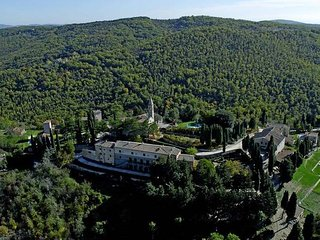 Tuscany 2 bedroom apartment with pool