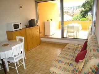 Studio climatisé avec coin nuit avec une terrasse de 10 m² plein Sud