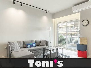 Toni's - 3BD The Lion King Apartment in Faliro!