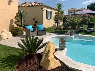 Le Petit Mas des Lavandins avec piscine et jacuzzi prive 5 personnes en Provence