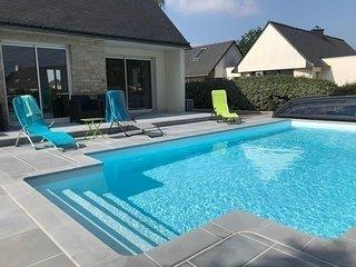 Maison 5 pieces 10/12 personnes avec piscine chauffee.