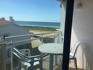 Appartement vue mer, plage de sables fins au pied et vue sur l'ile de Re