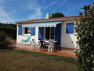 Villa avec jardin, 3 chambres,wifi, à 1,5 km de la plage de sables fins