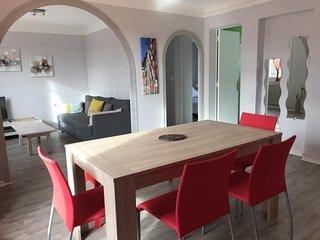 Le Moura : Bel appartement quartier calme, proche navette et à 10min des plages