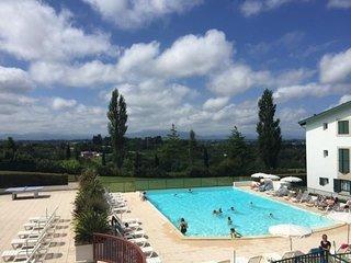 Baigura : résidence avec piscine entre mer et montagnes