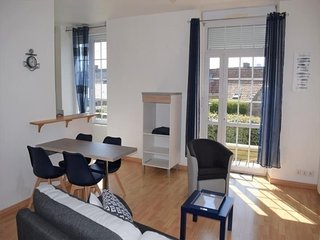 Appartement rénové avec terrasse et jardin à 800m plages et centre de TREGASTEL