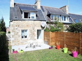 Maisonnette bretonne 100m de la mer avec jardin a TREGASTEL