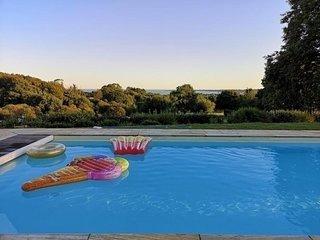 Villa avec piscine dans un hameau prive et securise