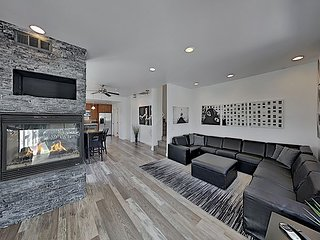 Bankers Hill Dream w/ Private Garage & 3 Balconies: Walk to Downtown & Balboa